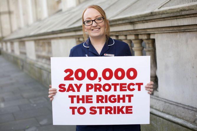 петицию о праве на страйк поддержали 200 000 человек