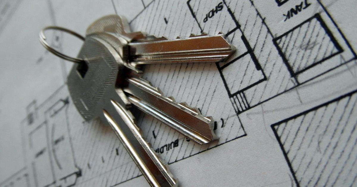 https://www.stockvault.net/photo/143214/blueprint-and-keys